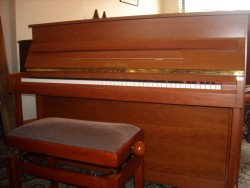 Piano droit Pearl River 110 Tradition Merisier Satiné